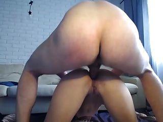 Milf flaco caliente con gafas hacer puta anal en la leva