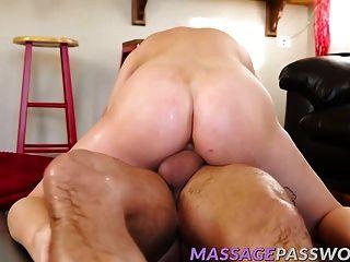 alaina dawson masaje su gran polla dura con su boca