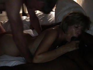amateurhorny.sexy milf follada fuertemente por dos hombres cachondos