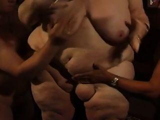 gordo alemán bbw abuelita molly juega con dos hombres