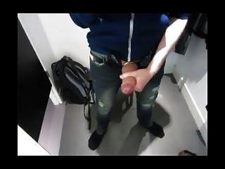 sacudidas y cumming en el vestuario