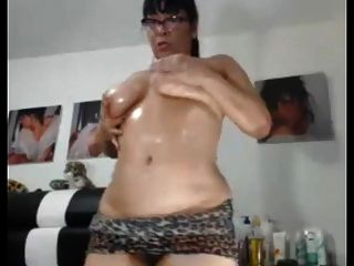 sexy asian granny le gusta mostrar su culo chubby y coño