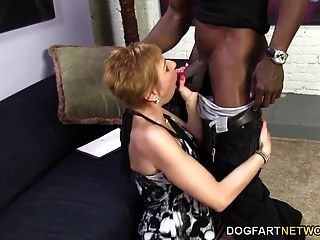 hot cougar gemma más ofrece sexo anal a hombre negro