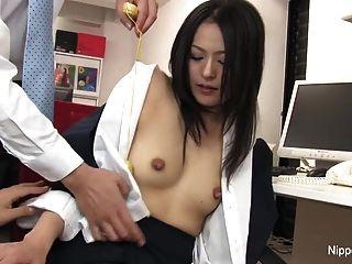 caliente joven secretaria recibe su coño jugó con