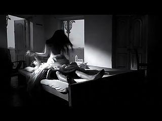 actriz riya sen escena caliente en chocolate negro