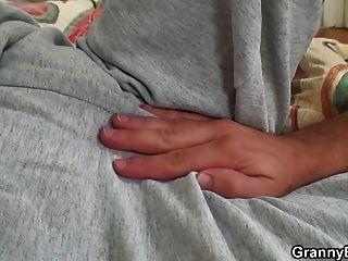 se cura lesionado viejo gatito peludo abuelita