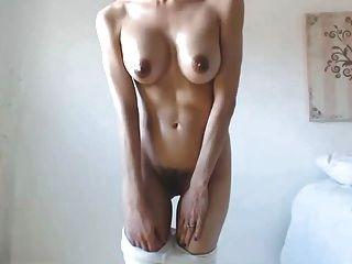 hot babe big boobs tetas pezones oscuros peludo cameltoe coño
