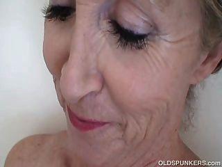súper sexy viejo spunker sensación caliente en la ducha