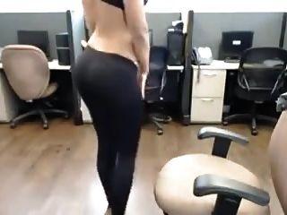 tira caliente de la muchacha del desi indio en el striptease del nri de la oficina