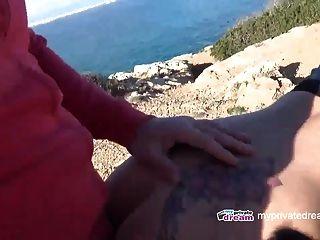 mamada adolescente al aire libre con corrida de monstruo y facial