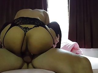 puta tailandesa en medias follada y creampied por la polla blanca