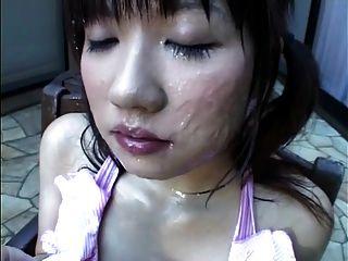 niña japonesa come esperma congelado