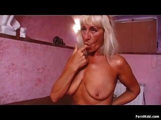 abuelita rubia sexy le encanta la polla dura