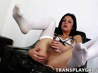 linda transexual alisha mete su pendejo con su juguete favorito