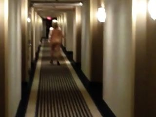 solo caminando desnudo