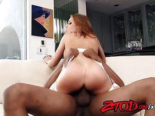 Britney Amber monta una gran polla negra hasta el orgasmo
