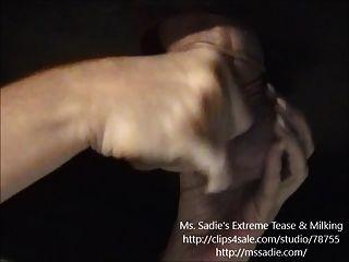 Sensual provocación y negación de orina previa de polla por ms. sadie