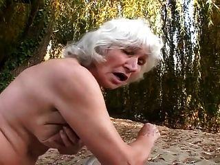 abuelitas peludas follan al aire libre
