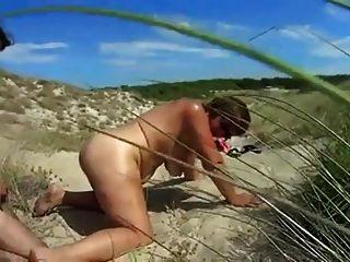 los nudistas cachondos se conocen y se follan