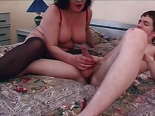 viejo y joven sexo sucio de mamá con chico joven