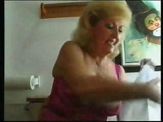 abuelita lesbianas orinando juntos