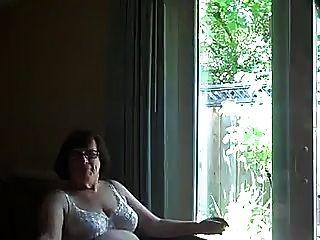 puto abuelita comsluts boca delante de una ventana