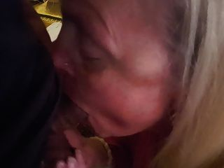 la madre de un amigo quiere todo el semen
