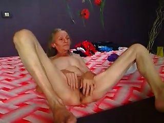 abuelita peluda flaca jugando en cam