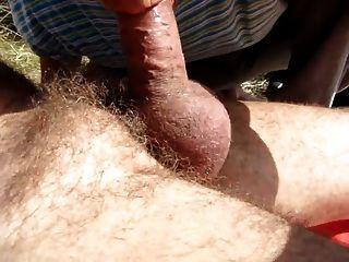 viejo golpea a su polla de amigos en las dunas 2