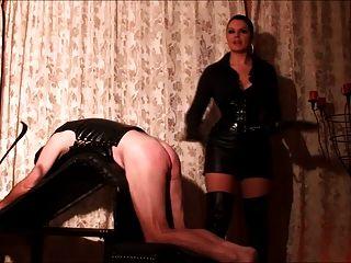 disciplinado por su amante