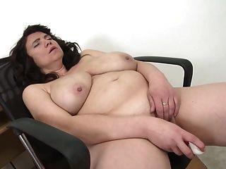 madre madura sexy con grandes tetas naturales