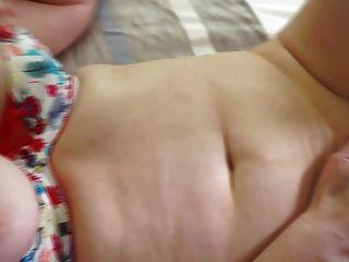 madre madura tetona natural con coño peludo