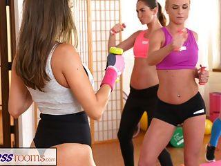 salas de fitness amantes de las lesbianas se hacen cum después del gimnasio