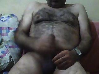 feliz oso turco masturbándose