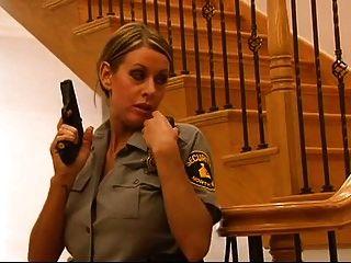 policía rubia