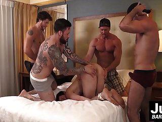 grupo de tíos musculosos arados duros atados chicos gilipollas