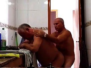 2 abuelos follando