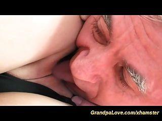sexy adolescente le encanta viejo