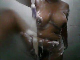 Parte 2 de la muchacha de baño de Sri Lanka