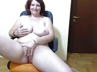 curvy amateur lady con enormes tetas se burlan y se masturban
