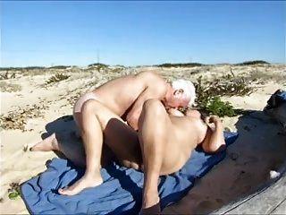 esposa, sexo caliente en la playa