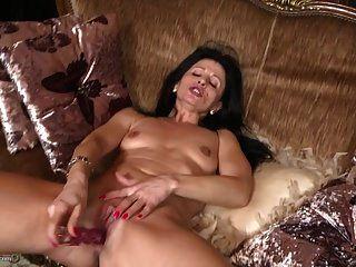 Mature mamas feeding their old vaginas