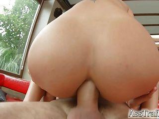 tráfico de culo nomi melone se traga la enorme carga de esperma después del culo