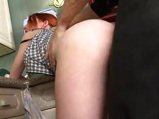¡Sb3 ayudando a su papá en la cocina!
