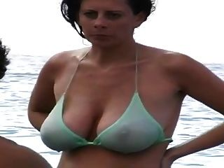 milf gran teta natural en la playa