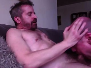 Chupar mayor se traga la carga de gimiendo gay