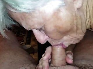 abuelita no se olvidó de chupar la polla
