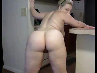 una mujer rusa casada gordita desnudándose