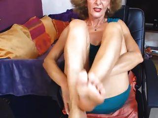 pies de gilf sexy en cámara frontal sin sonido