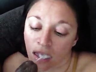 chica blanca es tan descuidada con una polla negra en la boca